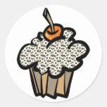 cupcake do impressão do leopardo adesivo redondo