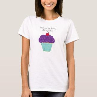Cupcake roxo do glacé com a camisa de Women da
