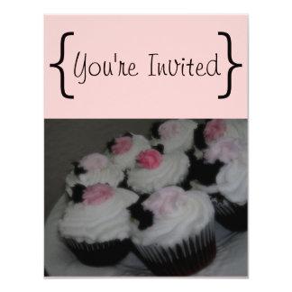 Cupcakes cor-de-rosa & pretos convite 10.79 x 13.97cm