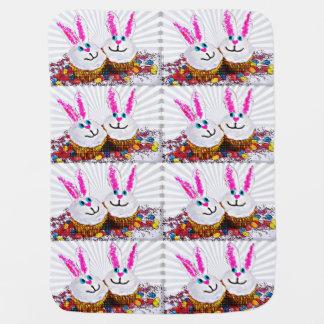 Cupcakes do coelhinho da Páscoa do pop art Cobertores De Bebe