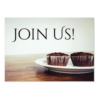 Cupcakes e convite customizável da refeição