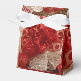 """Da """"caixa do favor senhora Vermelho"""" Caixinha"""