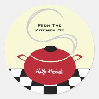 Da cozinha… do pote vermelho do cozinhar adesivo em formato redondo