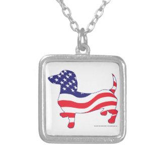 Dachshund patriótico colar com pendente quadrado