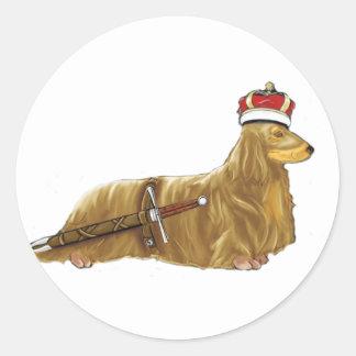 Dachshund real Doxin com etiqueta da coroa e da