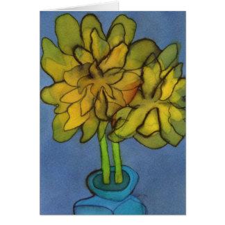 Daffodils em um cartão de cumprimentos do vaso do