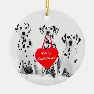 Dalmatians que desejam o ornamento do coração do