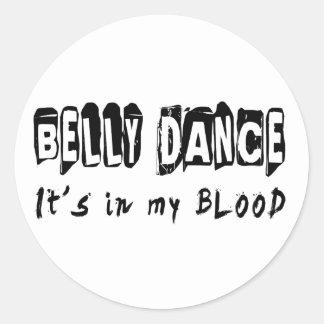 Dança da dança do ventre está em meu sangue adesivo em formato redondo
