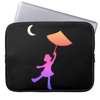 Dança da menina com seu guarda-chuva capa para notebook