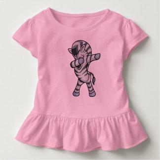 Dança de toque ligeiro da solha do vestido do bebê
