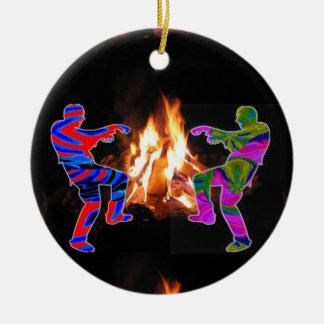 Dança do zombi da fogueira ornamento de cerâmica redondo