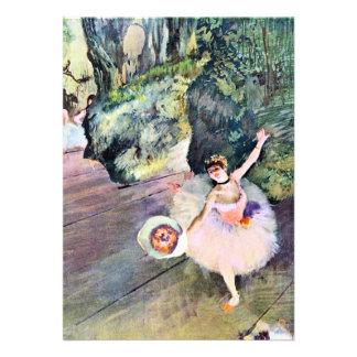 Dançarino com um buquê das flores por Edgar Degas Convites