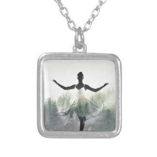 Dançarino da floresta colar banhado a prata