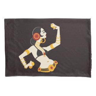 dançarino de barriga tribal da fusão com pratos