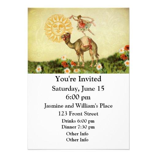 Dançarino do vintage em um camelo convites personalizados