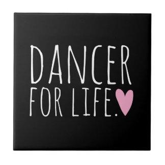 Dançarino para o preto da vida com coração azulejo