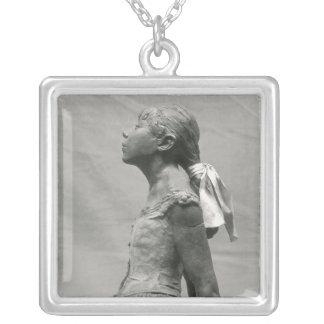 Dançarino pequeno, envelhecido 14 colar com pendente quadrado