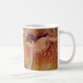 Dançarinos de Edgar Degas que dobram-se abaixo da Caneca De Café