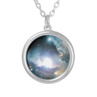 Das cinzas das primeiras estrelas colar banhado a prata