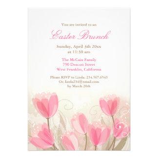 Das flores cor-de-rosa das tulipas da páscoa cartã convites personalizado