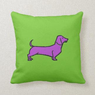 Daschund roxo no coxim verde almofada