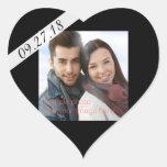 Data do casamento & lembrete pretos da etiqueta do adesivo em forma de coração