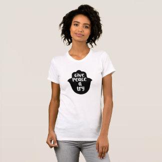 Dê a paz uma camisa da tipografia da tentativa