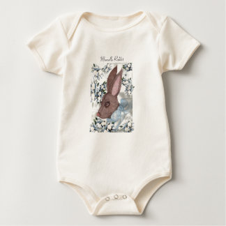 """De """"coelho Marselle"""" no t-shirt azul Body Para Bebê"""