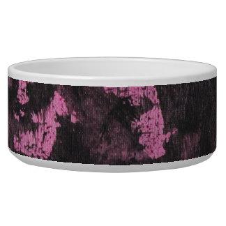 De tinta preta no fundo cor-de-rosa tijela para água para cachorros
