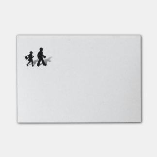 De volta à escola - passeio dos miúdos da silhueta post-it notes
