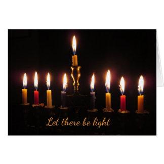 Deixado haja cartão claro de Hanukkah do menorah