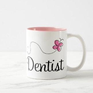 Dentista cor-de-rosa bonito da borboleta caneca de café em dois tons