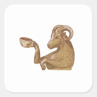 Desenho do café do bebendo da cabra da ram adesivo quadrado