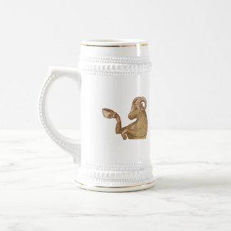 Desenho do café do bebendo da cabra da ram caneca de cerveja