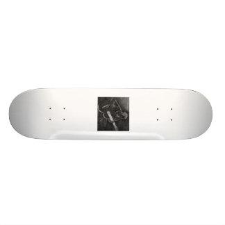 Desenho do guitarrista, branco na versão preta skates