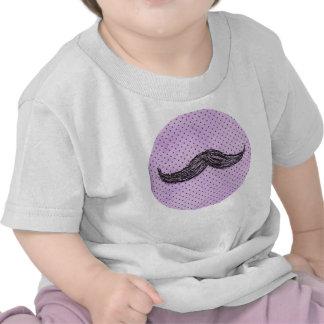 Desenho   engraçado do bigode com bolinhas roxas t-shirt