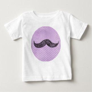 Desenho   engraçado do bigode com bolinhas roxas tshirts