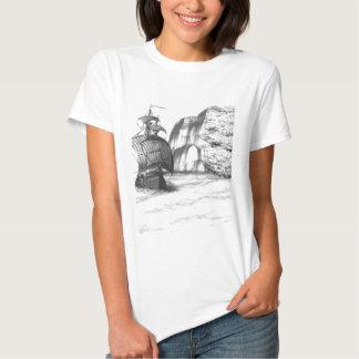 Desenho preto & branco de um navio de navigação tshirts