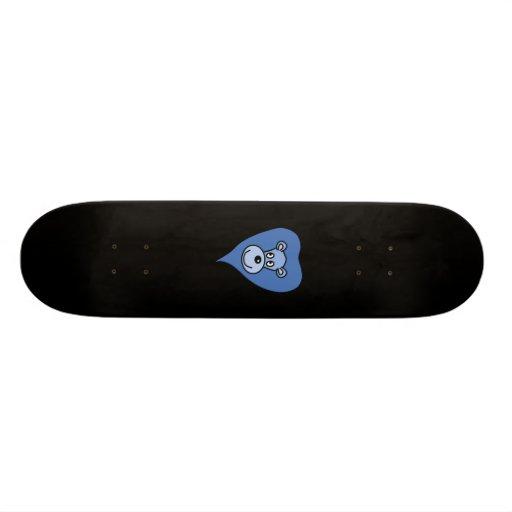 Desenhos animados azuis do leão skate