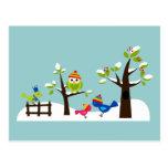Desenhos animados bonitos da árvore da neve do inv cartão postal