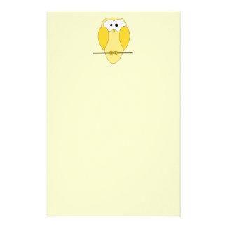 Desenhos animados bonitos da coruja. Amarelo Papelaria