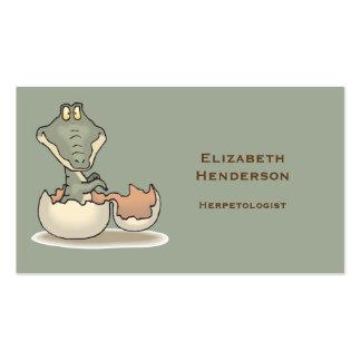 Desenhos animados bonitos do jacaré do bebê que cartão de visita