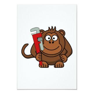 Desenhos animados da chave de macaco convite personalizado