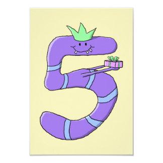 Desenhos animados do aniversário do roxo 5os convite 8.89 x 12.7cm