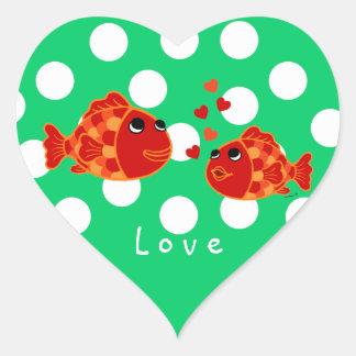 Desenhos animados engraçados do amor do peixe adesivo coração