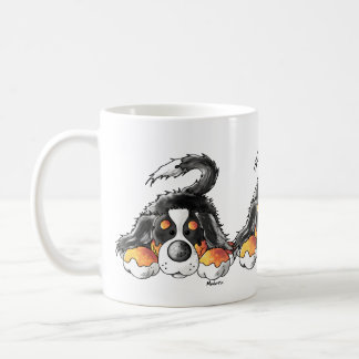 Desenhos animados engraçados do cão de montanha de caneca de café