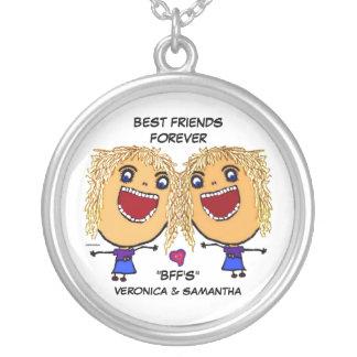 Desenhos animados louros dos melhores amigos colar com pendente redondo