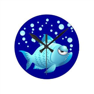 Desenhos animados mal-humorados dos peixes relógio de parede