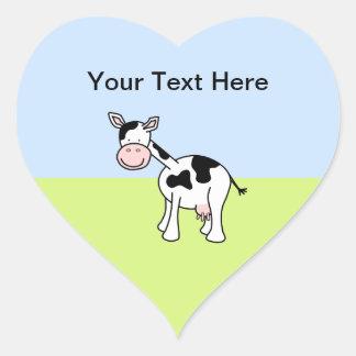 Desenhos animados preto e branco da vaca adesivo em forma de coração