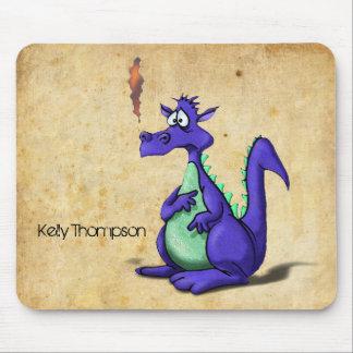Desenhos animados roxos preocupados do dragão mouse pad